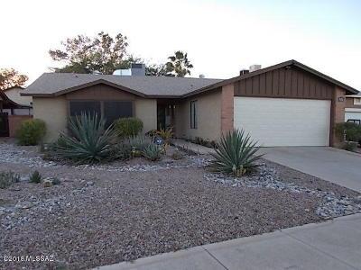 Tucson Single Family Home For Sale: 215 N Redcoat Lane
