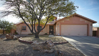 Pima County Single Family Home Active Contingent: 7225 W Moonmist Place