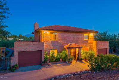 Single Family Home Active Contingent: 6148 E Calle Ojos Verde Drive