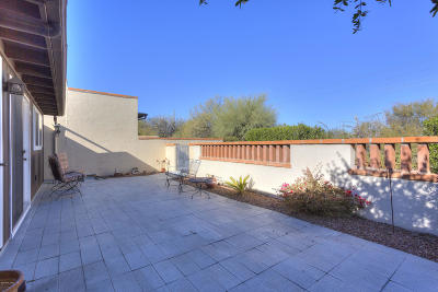 Green Valley Townhouse Active Contingent: 158 W Los Robles