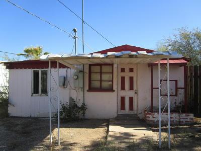 Single Family Home For Sale: 3332 N Kelvin Boulevard