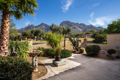 Oro Valley Townhouse Active Contingent: 704 E Camino Diestro