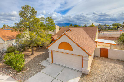 Tucson Single Family Home Active Contingent: 7836 N Roundstone Drive