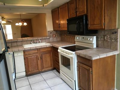 Pima County, Pinal County Townhouse For Sale: 906 N Capron Place