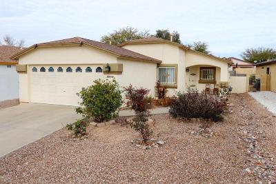 Single Family Home Active Contingent: 10169 E Desert Paradise Place