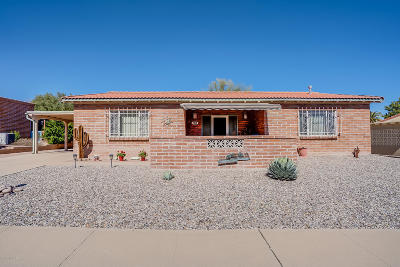 Green Valley Single Family Home Active Contingent: 165 E El Limon
