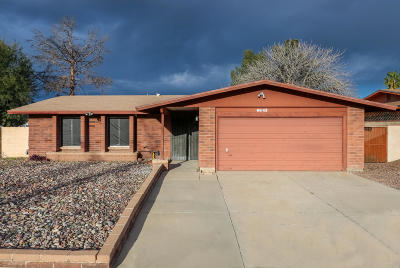 Pima County Single Family Home Active Contingent: 6643 N Galaxy Road