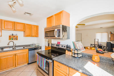 Single Family Home For Sale: 1700 E Grant Road