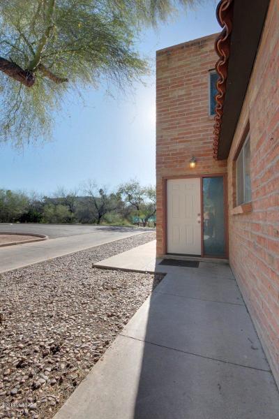 Tucson Townhouse Active Contingent: 6501 E Calle La Paz