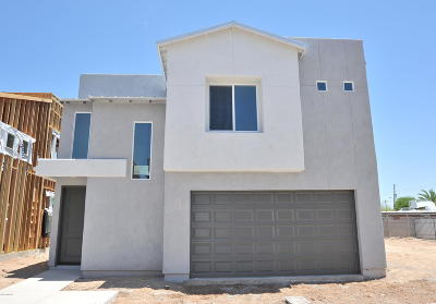 Single Family Home For Sale: 2821 N Fair Oaks Avenue