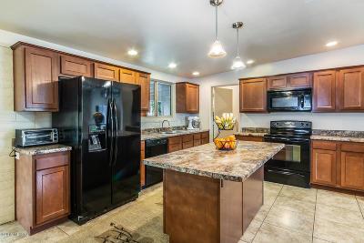 Tucson Single Family Home For Sale: 8170 E Helen Street