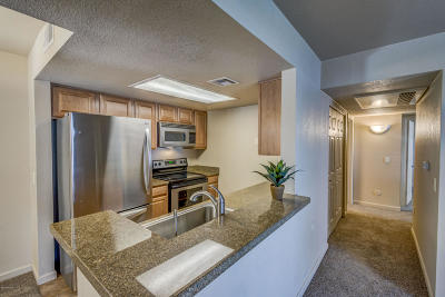 Tucson Condo Active Contingent: 101 S Players Club Drive #18102