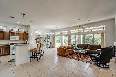 Single Family Home Active Contingent: 936 E Sedona Place