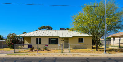 Single Family Home Active Contingent: 6261 E 29th Street