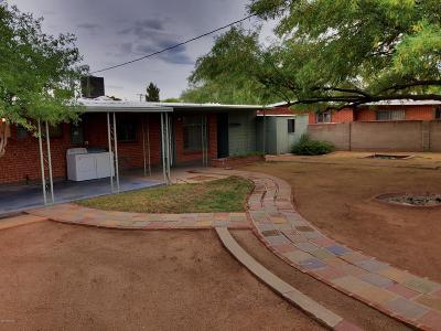 Single Family Home Active Contingent: 4740 E Melissa Street