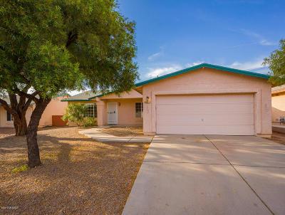 Single Family Home Active Contingent: 9861 E Bennett Drive