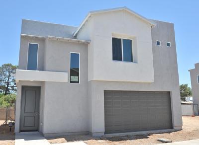 Single Family Home For Sale: 2834 N Fair Oaks Avenue