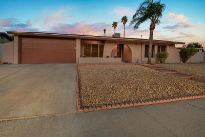 Pima County Single Family Home Active Contingent: 7302 N Heathcliff Avenue