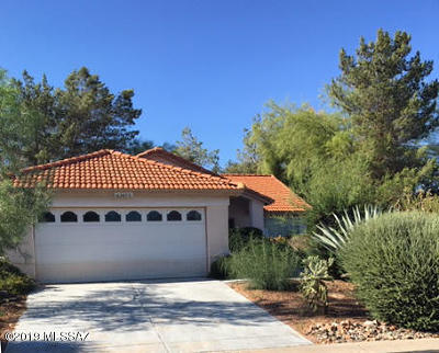 Single Family Home Active Contingent: 63856 E High Point Lane