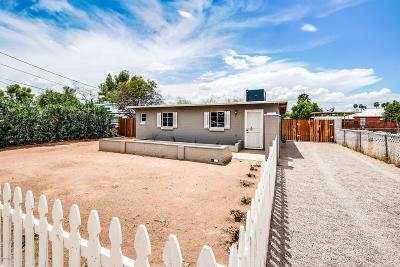 Single Family Home Active Contingent: 2543 N Sycamore Boulevard
