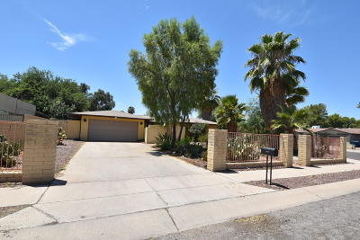 Single Family Home Active Contingent: 7400 E La Cienega Drive