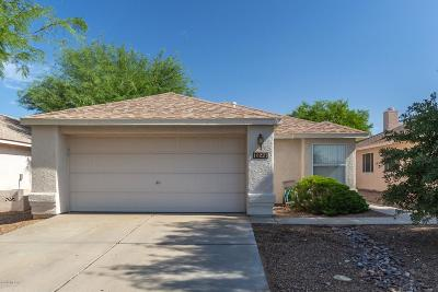 Single Family Home Active Contingent: 10227 E Paseo Juan Tabo
