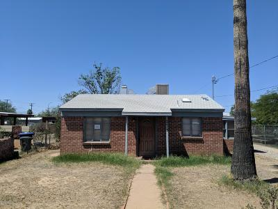 Single Family Home Active Contingent: 2613 N Calle De Romy