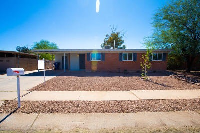 Tucson Single Family Home Active Contingent: 6982 E Nelson Drive