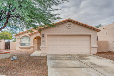 Oro Valley Single Family Home Active Contingent: 60 E Yucca Cove Place