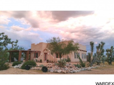 Yucca AZ Single Family Home For Sale: $194,000