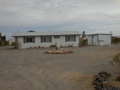 Quartzsite Single Family Home For Sale: 740 W Pyramid