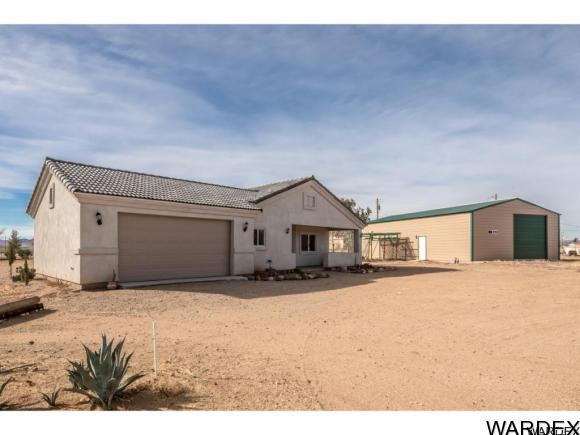 4 bed / 2 full, 1 partial baths Home in Golden Valley for $214,000