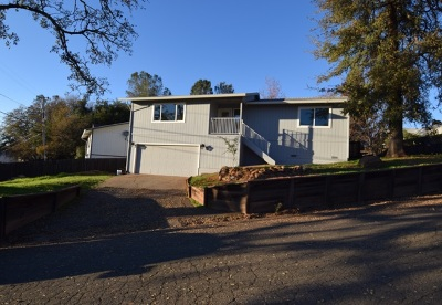 Single Family Home For Sale: 571 Foothill Boulevard
