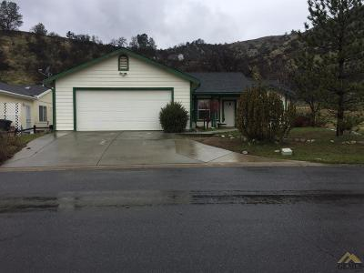 Tehachapi Single Family Home Active-Contingent: 21276 White Pine Drive #39