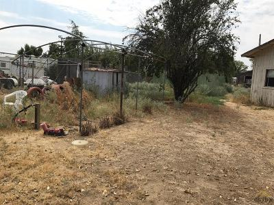 Shafter Single Family Home Active-Contingent: 19491 Santa Fe Way
