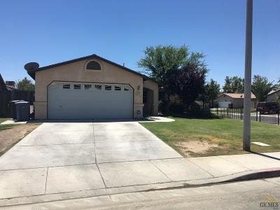 Delano Single Family Home For Sale: 424 Calle De La Vina