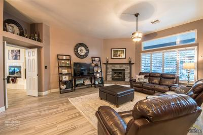Bakersfield Single Family Home For Sale: 15518 Clarisse Street