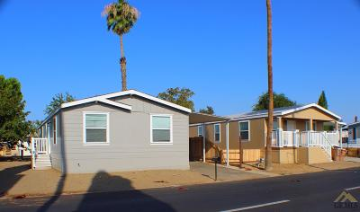 Bakersfield Manufactured Home For Sale: 261 Teakwood Lane