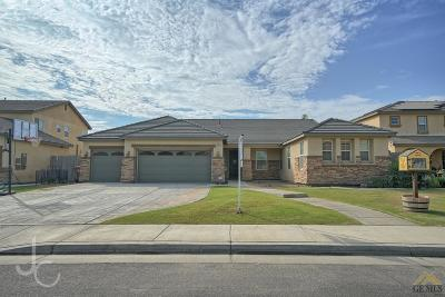 Bakersfield CA Single Family Home For Sale: $306,000