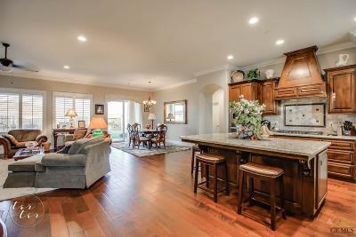 Bakersfield Single Family Home For Sale: 10316 Barbeau Peak Drive