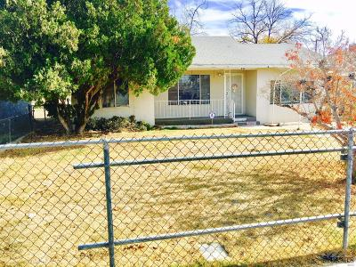 Bakersfield CA Single Family Home For Sale: $105,000