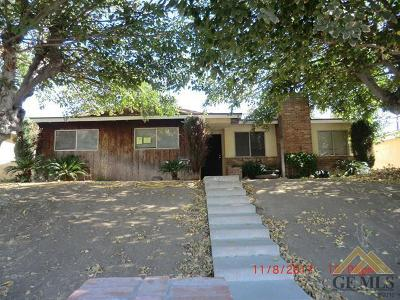 Bakersfield CA Single Family Home For Sale: $130,000
