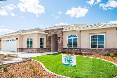 Taft Single Family Home For Sale: 405 Hillard
