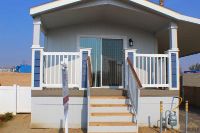 Bakersfield Manufactured Home For Sale: 176 Kings Lane