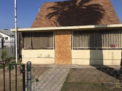 Bakersfield CA Single Family Home For Sale: $71,000