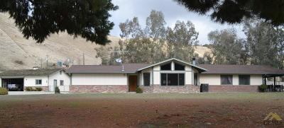 Bakersfield Single Family Home Active-Contingent: 11446 Choctaw Drive
