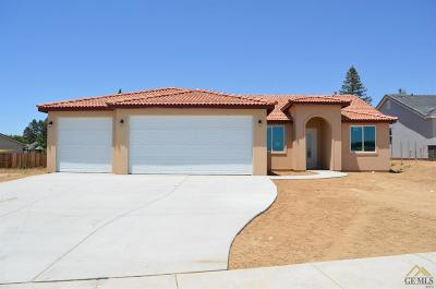 Bakersfield CA Single Family Home For Sale: $315,990