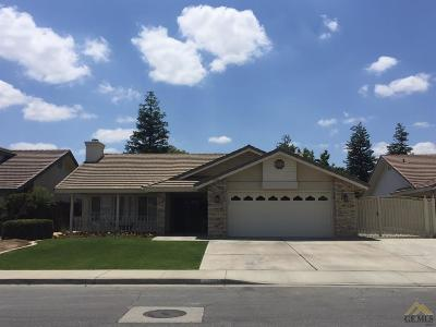 Bakersfield Single Family Home For Sale: 11123 Candlelight Court