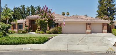 Bakersfield Single Family Home For Sale: 9804 Oak Knoll Court
