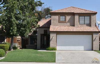 Bakersfield CA Single Family Home For Sale: $270,000